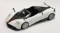 【お1人様2個まで】MINI GT 1/64 パガーニ ウアイラ ロードスター ホワイト 黒ストライプ (右ハンドル)