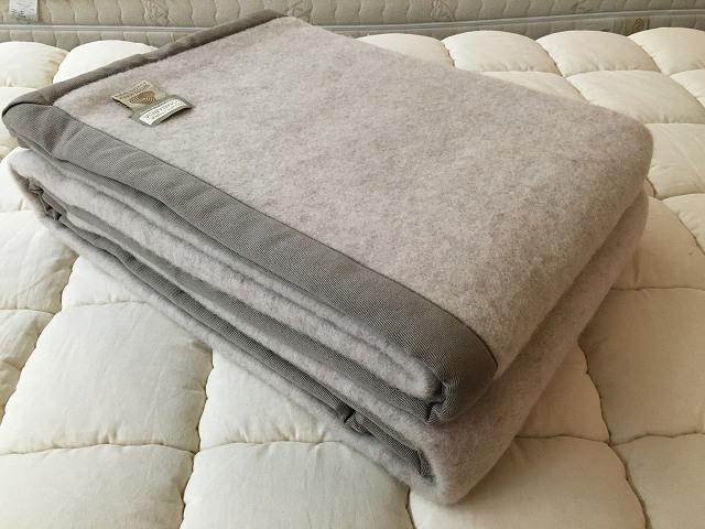 子羊のウール100%毛布 160cmX210cm イタリア製 (グレーカラー)