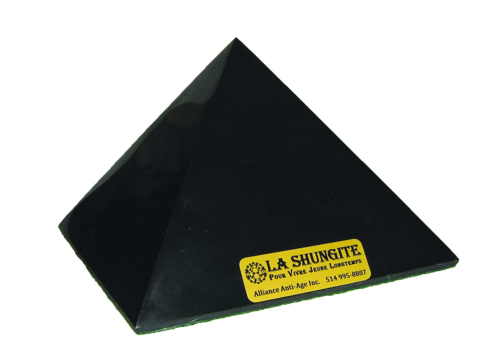 シュンガイト石ピラミッド