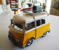 ブリキのミニチュア サーフバス イエロー トランク&ボード