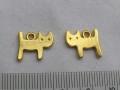 チャーム ネコ  約15×11ミリ ゴールドカラー