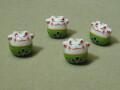 陶器ビーズ ネコ 約14mm×13mm グリーン