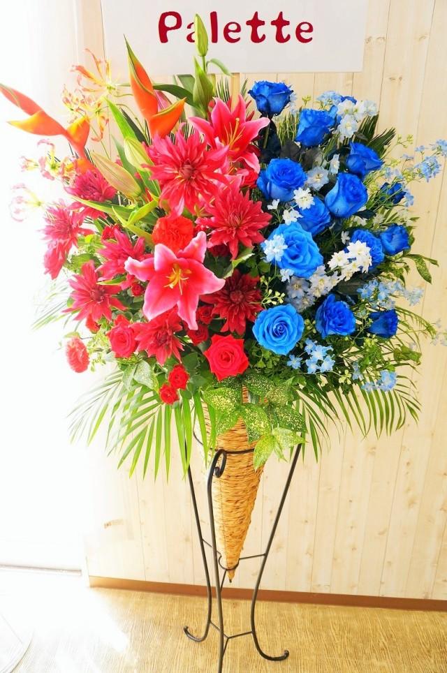 赤と青のスタンド花