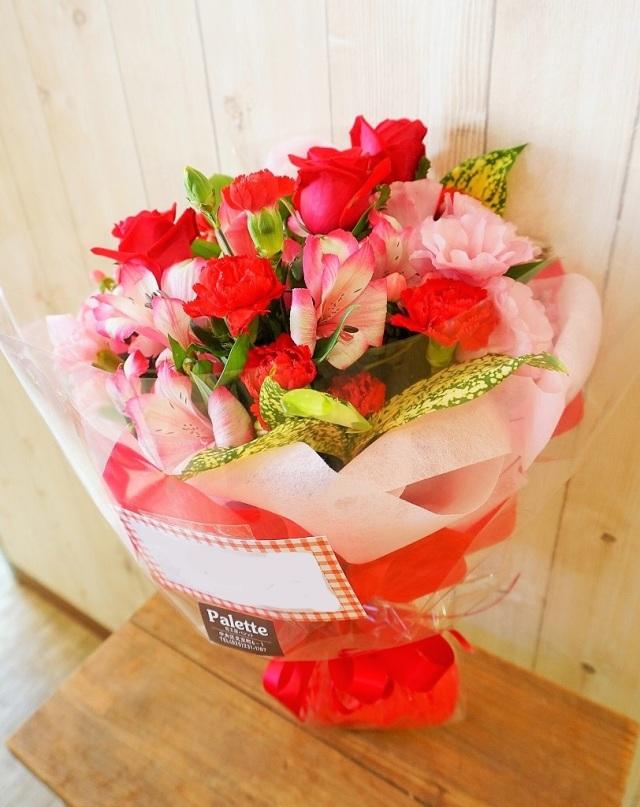 イチゴカラーの花束(Mサイズ)