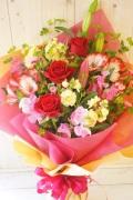バラとユリの季節の花束