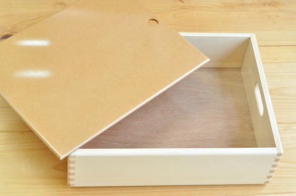 ふた付き木箱