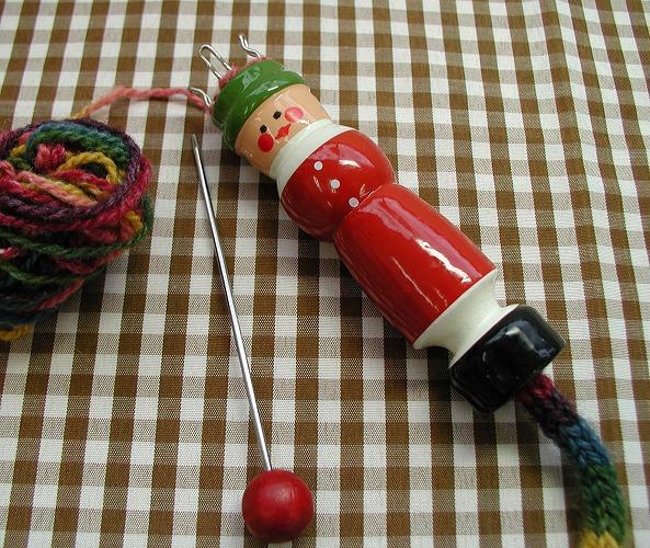 手しごと 緑帽のリリアン編み