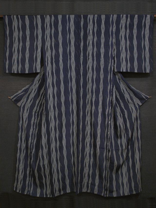 濃藍色地 波縞文様 型染め 変わり竪絽(たてろ) 単衣