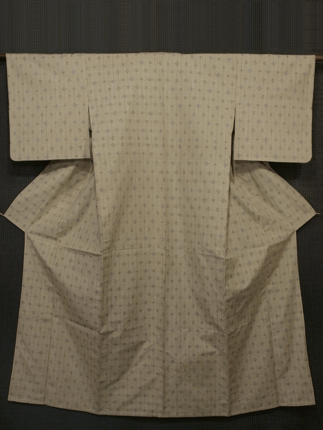 白橡(しろつるばみ)色地 縞に絣文様 琉球紬 単衣