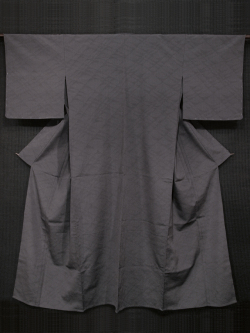 薄鼠(うすねず)色地 幾何学文に亀甲絣 塩沢お召し 単衣