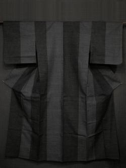 黒色地  縞に蚊絣 本塩沢紬 単衣 (証紙付)