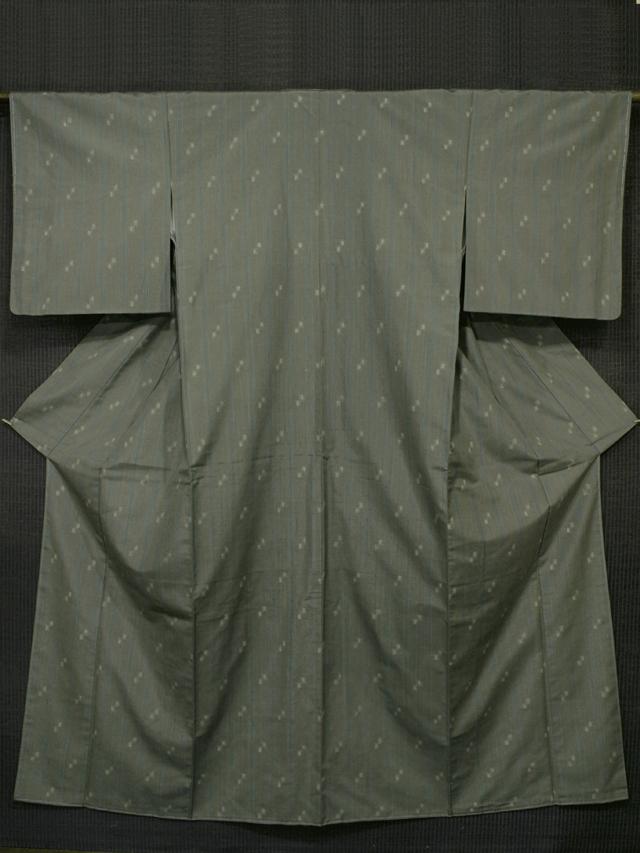 柳煤竹(やなぎすすたけ)色地 縦縞に幾何学絣文様 越後紬 袷