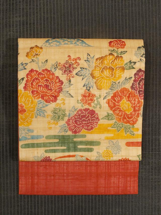 エ霞に牡丹と菊に唐花文様 紅型 生紬 名古屋帯