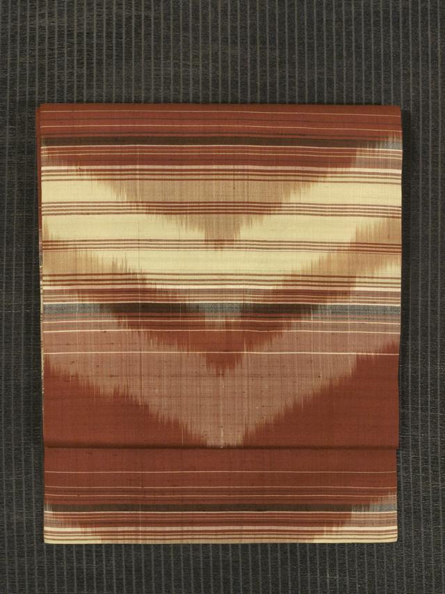 縞に幾何学文 絣織り 名古屋帯