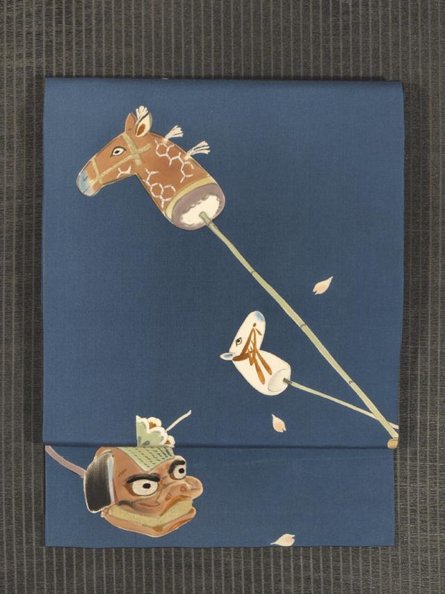 春駒に獅子頭と張子の虎文様 手描き染めに手刺繍 名古屋帯