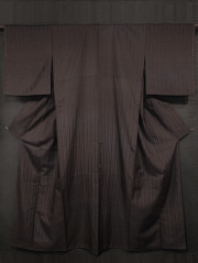 黒鳶(くろとび)色地 縞柄の地紋 真綿紬 袷 (胴抜き仕立て)