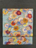 紗綾型の地紋に桜尽くし文様 型染めに日本刺繍 名古屋帯