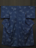 青藍(せいらん)色地 鳥文様 絣織 真綿紬 袷