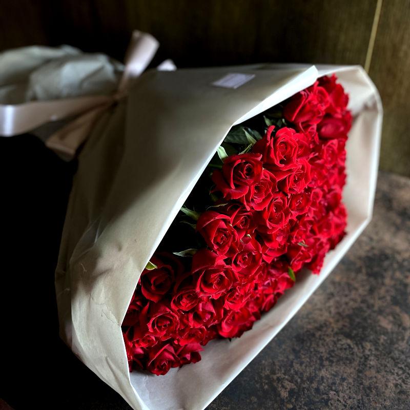 100本のバラの花束-100%の愛-