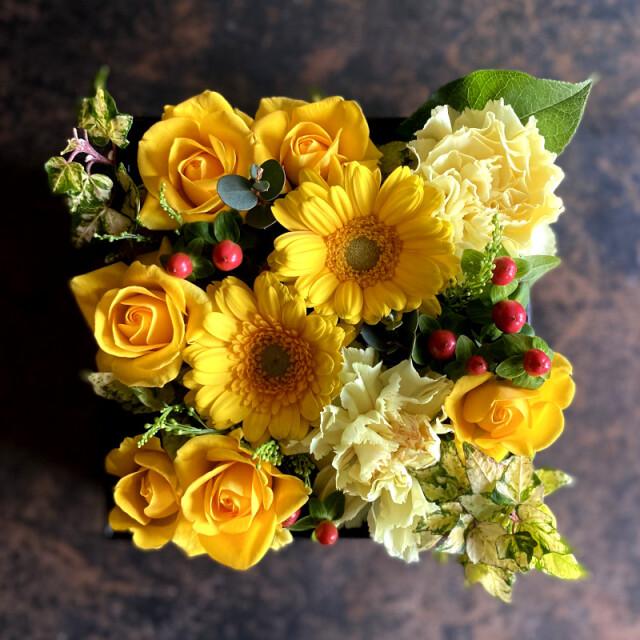 ボックスフラワーアレンジメント mother yellow【母の日予約商品】