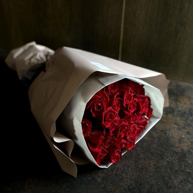24本のバラの花束-一日中あなたを思っています-red
