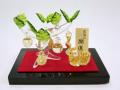 金箔入和硝子 干支(未)の置物 「金のなる木と金彩ひつじ」