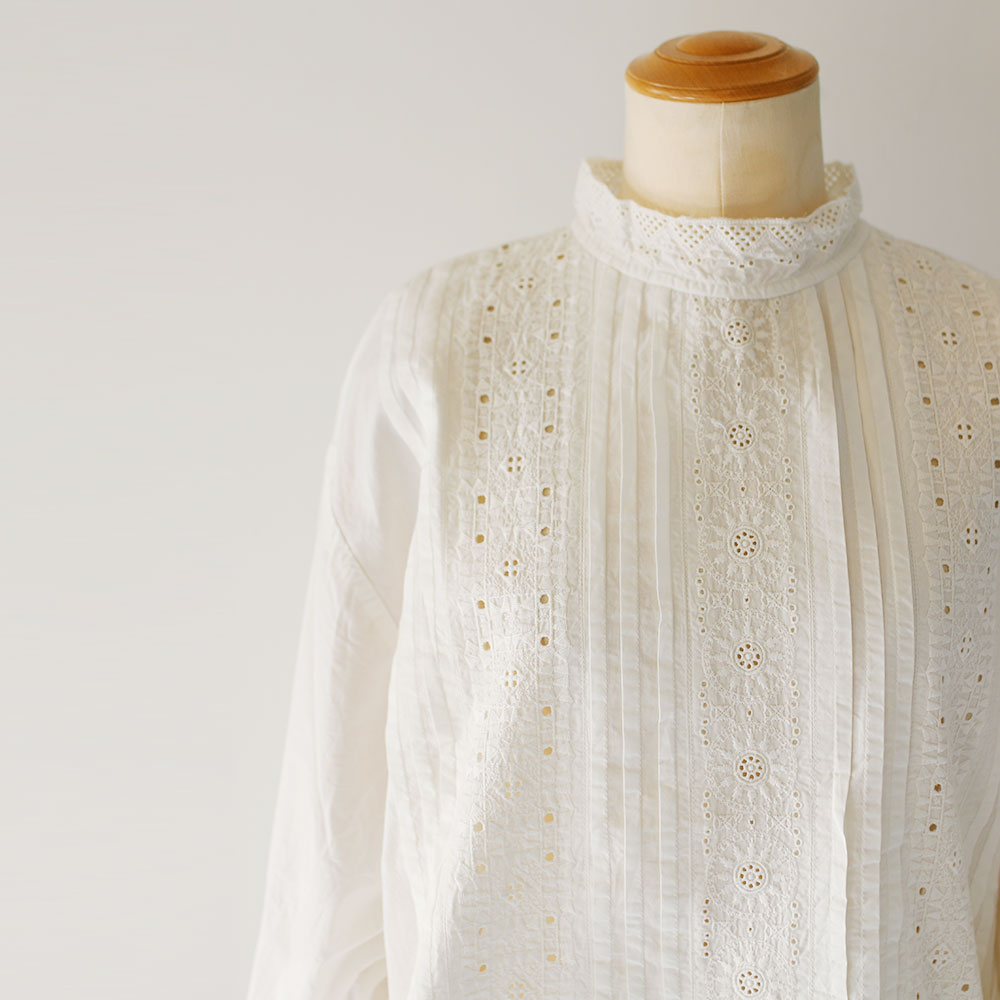 Embroidery & Cutwork Lace Collar Blouse