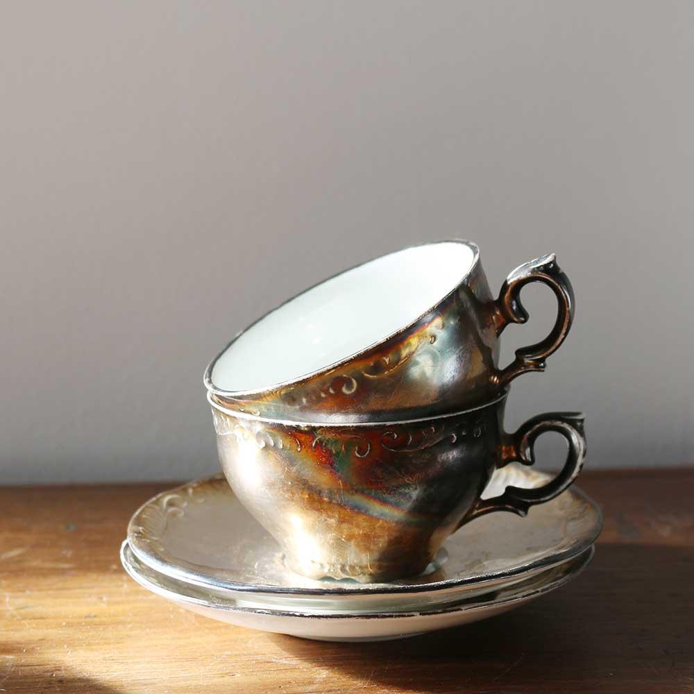 銀彩のカップ&ソーサー2客セット