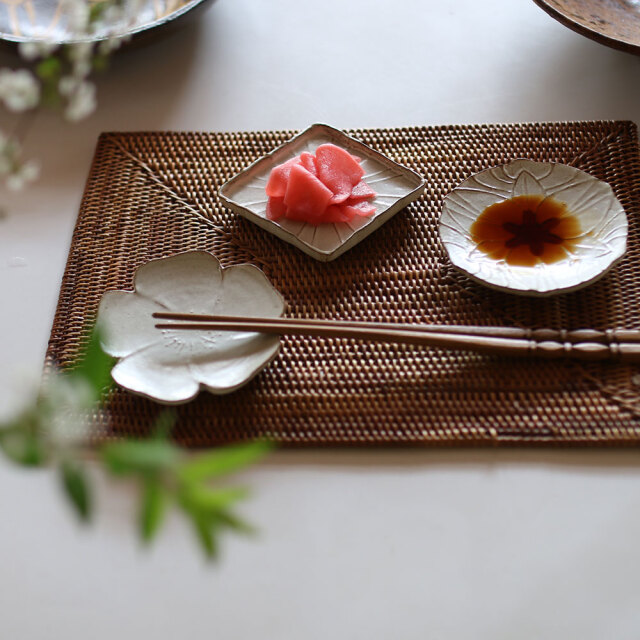 瑞花豆皿 / 子羆屋