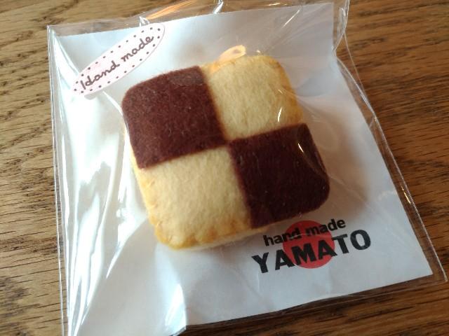 """手づくりフエルトブローチ クッキー アイスボックスクッキー ハンドメイド """"YAMATO"""""""