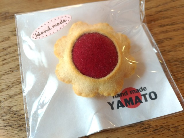 """手づくりフエルトブローチ クッキー ジャムクッキー ハンドメイド """"YAMATO"""""""