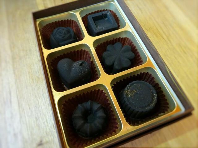 炭のチョコラ 6個入 脱臭芳香炭 チョコ仕立て 化粧箱入 Kinokoto 株式会社アスカム