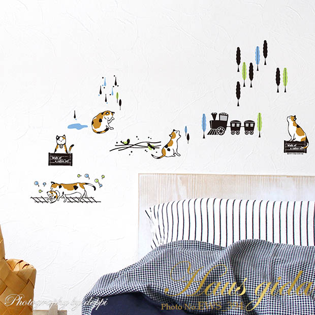 【ミケ猫と汽車】貼ってはがせるウォールステッカー【ゆうパケット対応・A4サイズ】日本製・シルクスクリーン印刷