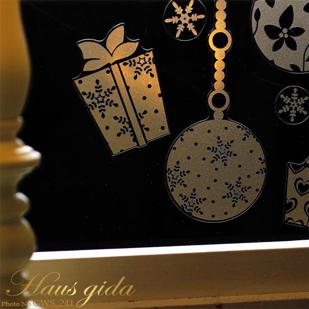 【ガラス専用ステッカー きらきらクリスマスオーナメント】【ゆうパケット対応 A4サイズ】すうーっと貼ってはがせて再利用できる・国産・シルクスクリーン印刷【ふちが透き通っていて、ガラスに貼るとキレイにきらきらします】