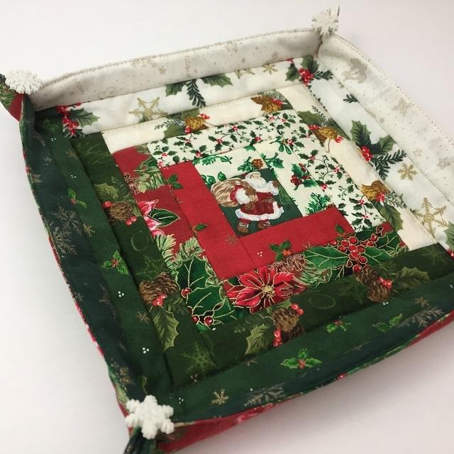 【パッチワーク完成品】【ハートフィールドオリジナル】 クリスマスのログキャビントレー 大
