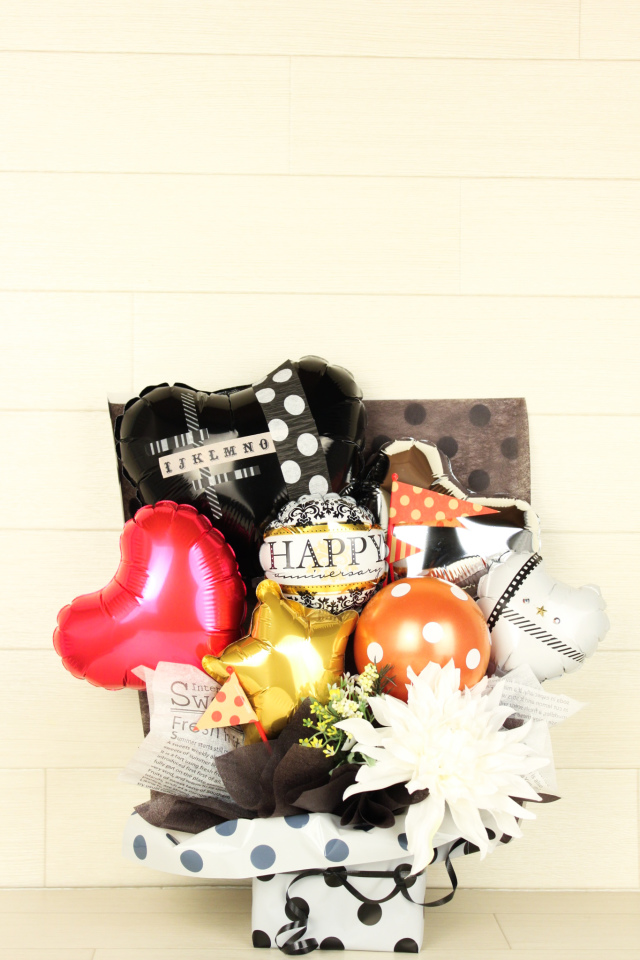 結婚式バルーン電報 「絶対オシャレシリーズ、ドットスタイルのフラッグバルーンアレンジ、結婚式のお祝いに大人気)」 wd0050