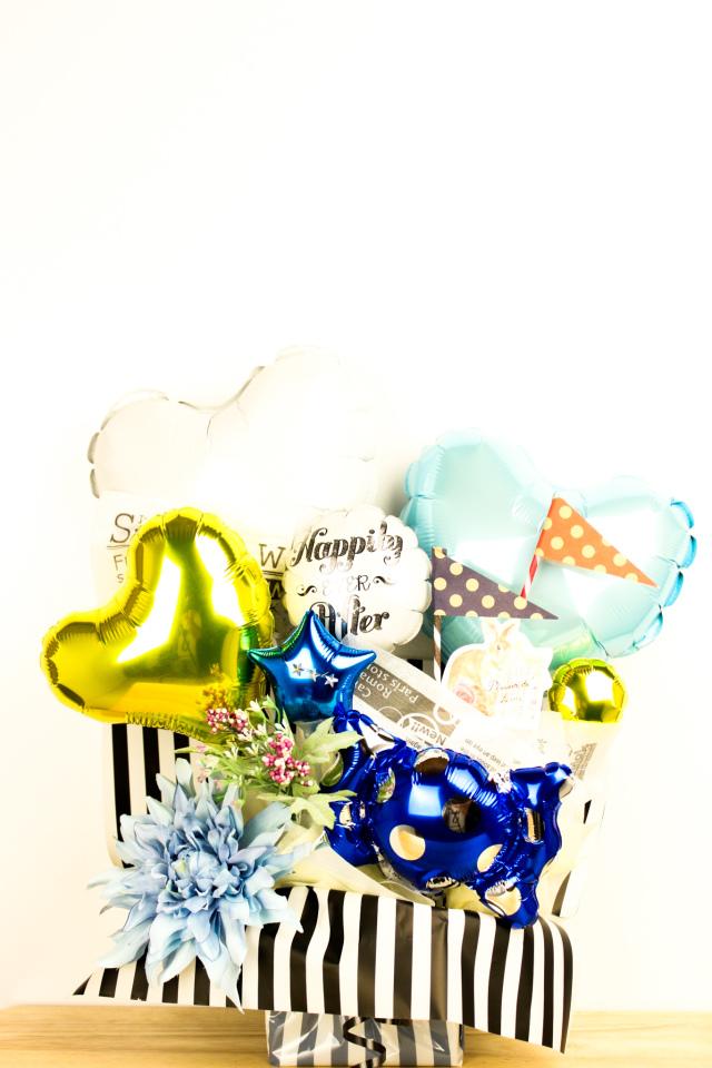 結婚式バルーン電報 「絶対オシャレシリーズ、ドットフラッグのストライプバルーンアレンジ、結婚式のお祝いに大人気)」 wd0051