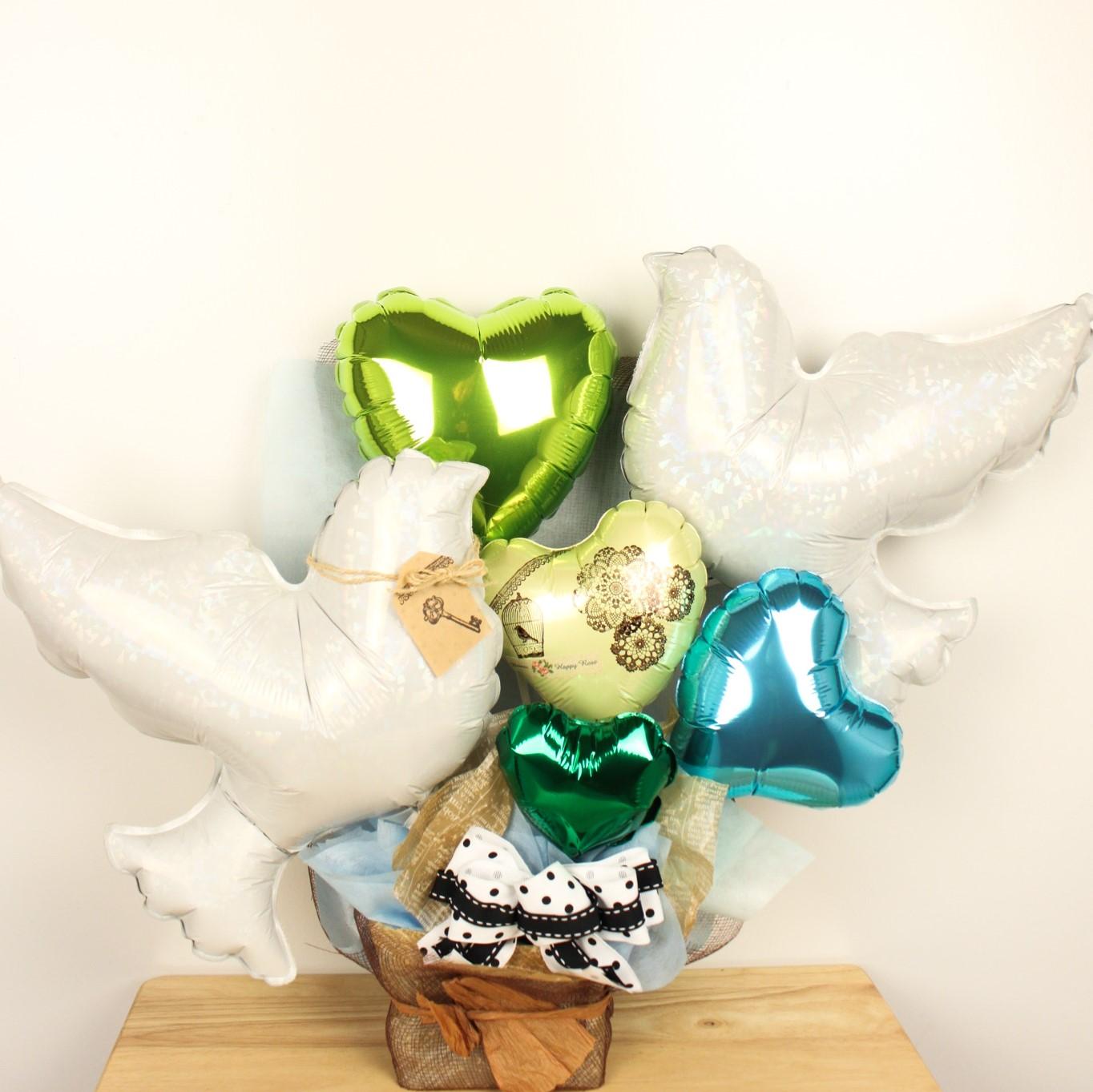 結婚式バルーン電報 「幸せを運ぶ鳩のバルーンアレンジ、結婚式のお祝いに大人気)」 wd0042
