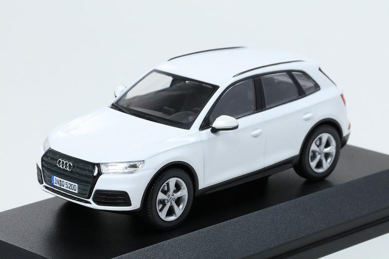 Audi 1/43 アウディ Q5  アイビスホワイト