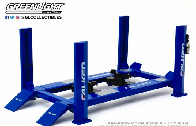 GREENLIGHT 1/18 Four-Post Lift - Falken Tires