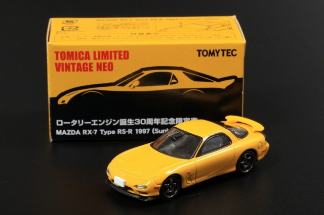 TOMICA LIMITED VINTAGE NEO 1/64 MAZDA RX-7 Type RS-R 1997 Sunburst Yellow ロータリーエンジン誕生30周年記念 (アジア限定)