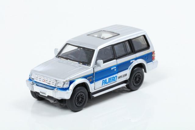 BM CREATIONS 1/64 三菱パジェロ 2nd Generation シルバー/ブルーストライプ (RHD)