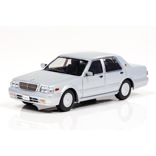 【CARNEL】 1/43 日産 セドリック CLASSIC SV (PY31) 1998 (Platinum Silver) ※限定500台