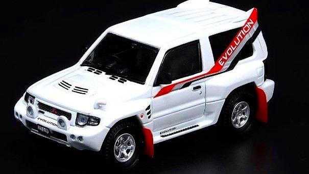 INNO 1/64 三菱 パジェロ エボリューション ホワイト With Extra Wheels