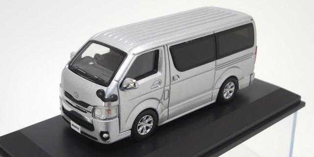 Kyosho 1/64 トヨタ ハイエース 2014 Silver