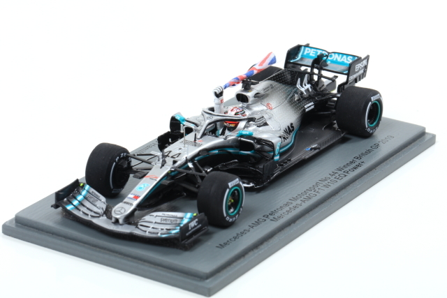 Spark 1/43 Mercedes-AMG Petronas No.44 Winner British GP 2019 (With flag) Lewis Hamilton