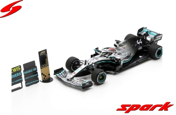 spark 1/43 MERCEDES-AMG PETRONAS MOTORSPORTS F1 TEAM NO.44 2ND USA GP 2019 CHAMPION HAMILTON WITH PIT BOARD