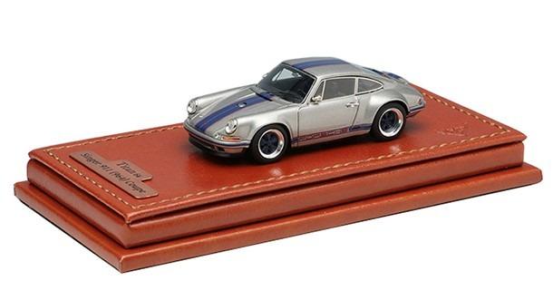 Titan64 1/64 Singer 911 (964) Coupe(チタニウムシルバー/ダークブルーストライプ)