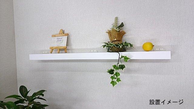 壁掛け棚、壁に直接棚を付ける。白色だから洗面所にあると便利な棚。
