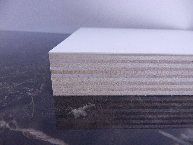 シナベニヤ共芯合板、シナベニヤにメラミン化粧板を貼り合わせた天板